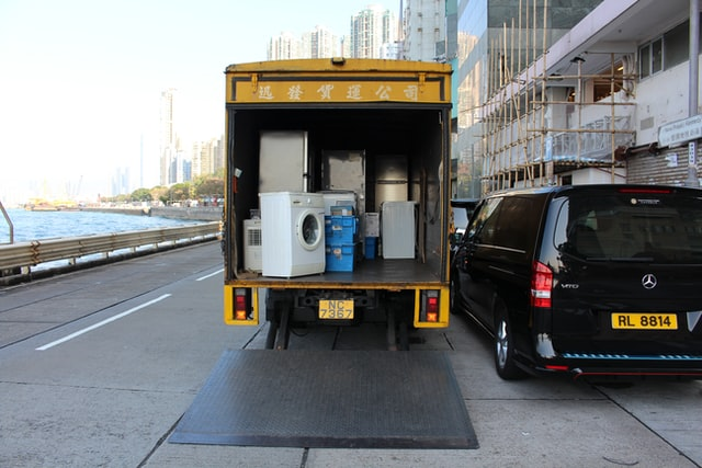 Pack everything securely into a moving truckis one of the Top reasons to hire professional packers